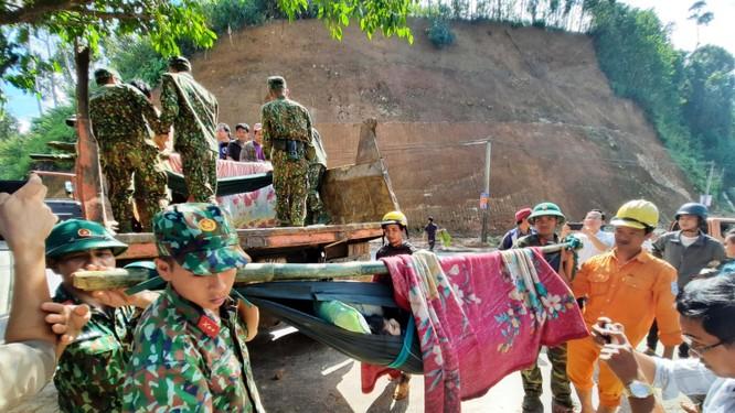 Dốc toàn lực, đưa cả máy bay và tàu thuỷ vào cứu dân Trà Leng ảnh 9