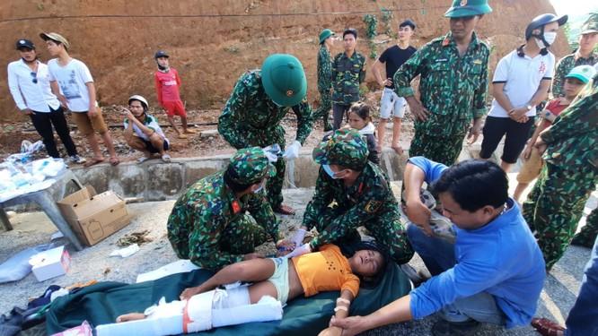 Dốc toàn lực, đưa cả máy bay và tàu thuỷ vào cứu dân Trà Leng ảnh 6