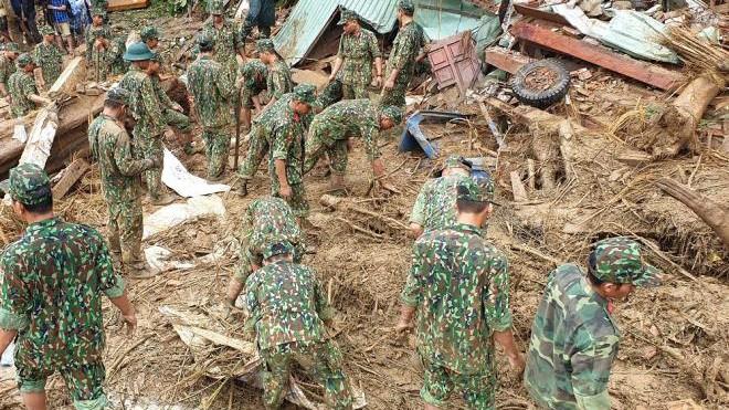 Dốc toàn lực, đưa cả máy bay và tàu thuỷ vào cứu dân Trà Leng ảnh 12