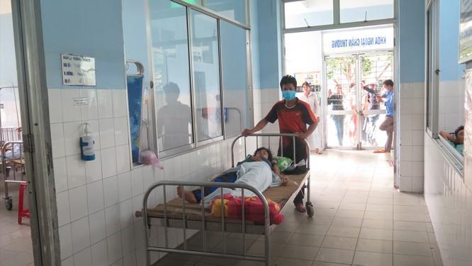 Cấp cứu 6 nạn nhân vụ sạt lở Trà Leng đa chấn thương nghiêm trọng và đều bị hội chứng vùi lấp ảnh 2