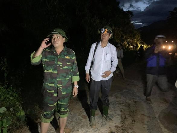 Khẩn cấp: Cứu nạn nhân Phước Sơn trước bão số 10 đang ập đến ảnh 1