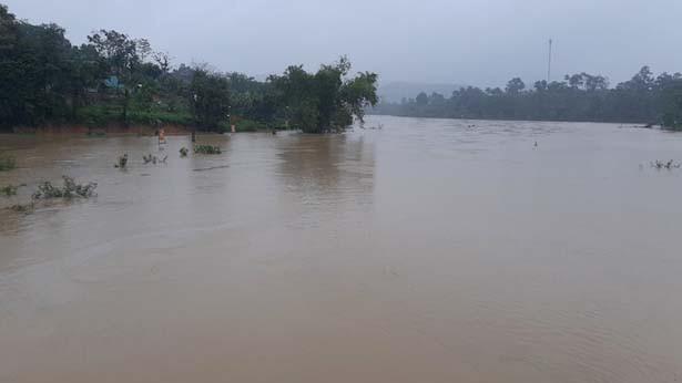 Nước lũ lên quá nhanh, hàng chục ngàn hộ dân khẩn cấp di dời ảnh 1