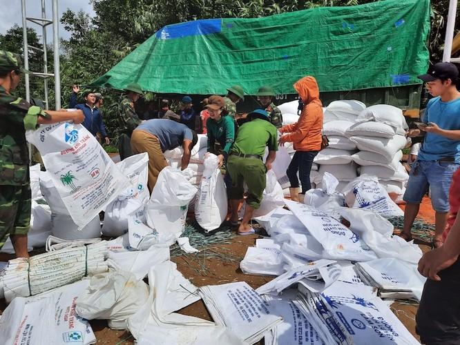 Cứu trợ người dân vùng lũ quét là mệnh lệnh từ trái tim ảnh 2
