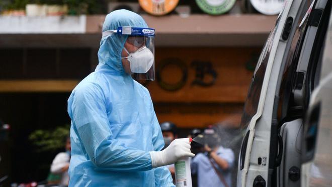 CDC TP.HCM khẳng định 4 nhân viên bốc dỡ tại sân bay Tân Sơn Nhất nghi nhiễm, liên quan BN1979 ảnh 1