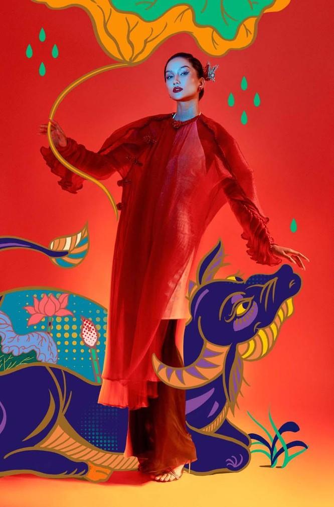 Hoa hậu H'Hen Niê mang tranh dân gian Đông Hồ vào ảnh Tết ảnh 1