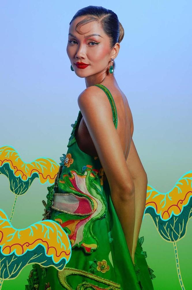 Hoa hậu H'Hen Niê mang tranh dân gian Đông Hồ vào ảnh Tết ảnh 3