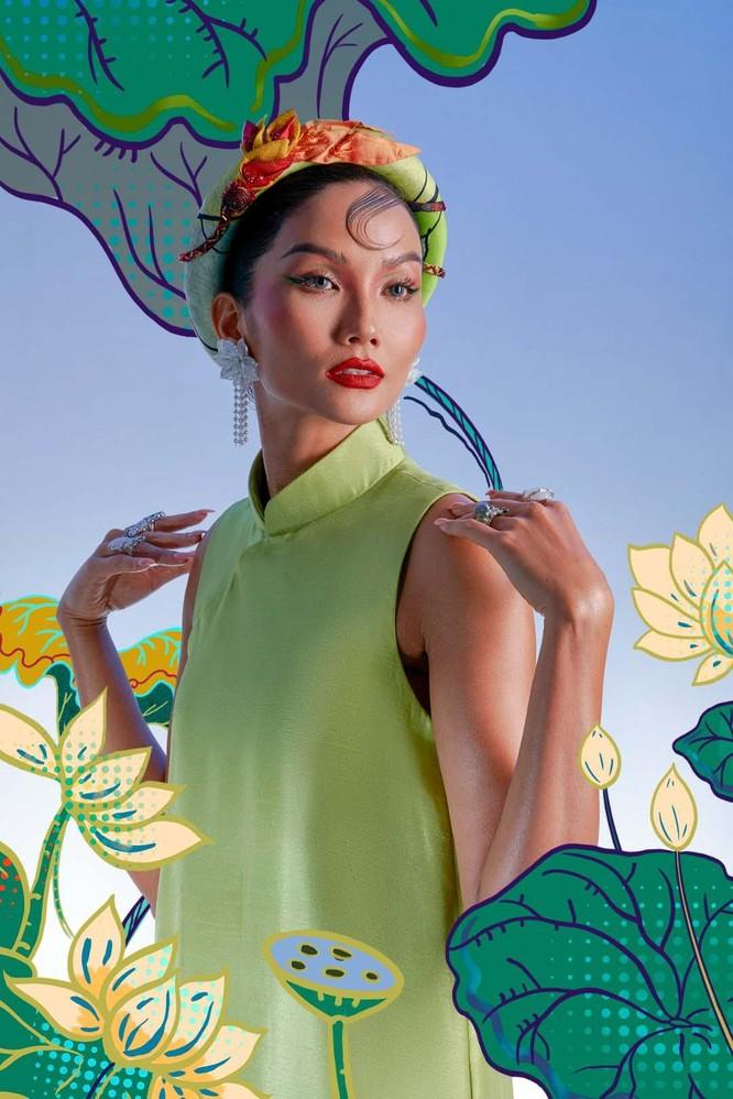 Hoa hậu H'Hen Niê mang tranh dân gian Đông Hồ vào ảnh Tết ảnh 5