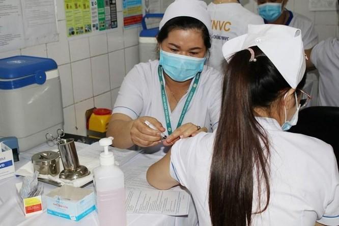 TP.HCM: 100 liều vaccine COVID-19 đầu tiên được tiêm cho ai? ảnh 1