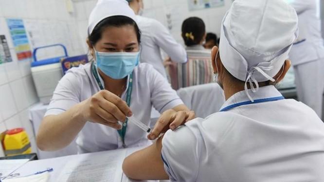 WHO khẳng định người tiêm vaccine vẫn có thể bị nhiễm COVID-19 ảnh 1