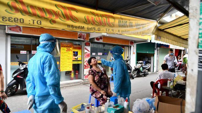 TP.HCM khẩn cấp tìm người liên quan 3 chuỗi lây nhiễm mới trong cộng đồng ảnh 1
