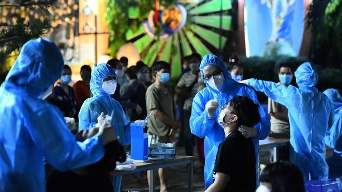3 chuỗi lây nhiễm COVID-19 cực nguy hiểm, khó kiểm soát tại TP.HCM ảnh 2