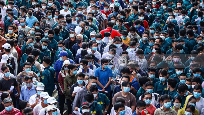 Nhà thi đấu Phú Thọ tiêm vaccine COVID-19 hơn 9.000 người một ngày ảnh 2