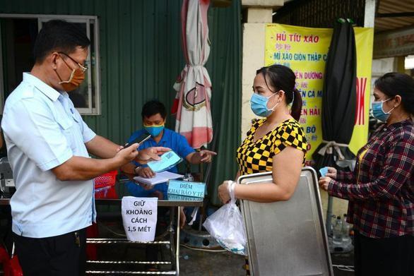 Người dân TP.HCM đi chợ, siêu thị khai báo y tế điện tử thế nào? ảnh 2