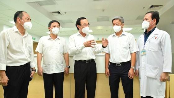 Quá tải điều trị COVID-19, Bộ Y tế dự kiến cách ly F0 bệnh nhẹ tại nhà ảnh 3