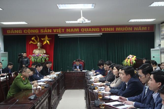 Toàn cảnh buổi họp khẩn diễn ra tại UBND huyện Thuận Thành, tỉnh Bắc Ninh chiều 18/3