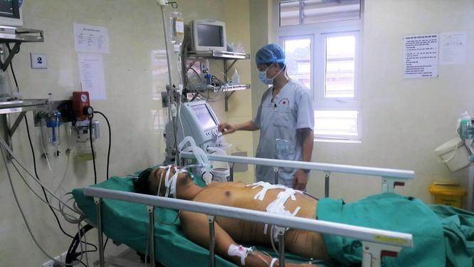 Trắng đêm cứu nạn nhân bị thanh sắt đâm thấu ngực ảnh 2
