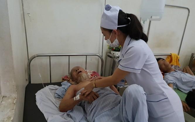 Nhiều bệnh viện bỗng thành con nợ vì ... bất đồng về cách tính giá với Bảo hiểm Xã hội ảnh 2