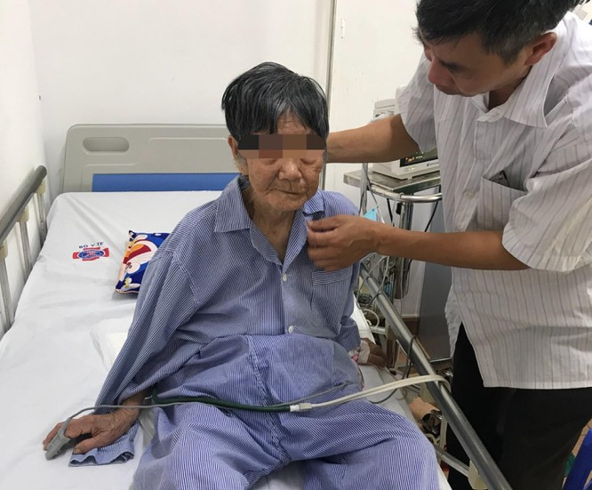 Bệnh nhân R. (92 tuổi) sau ca mổ điều trị ung thư vú