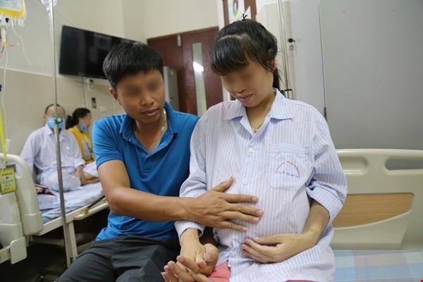 Hai bệnh viện phối hợp cứu sống mẹ con sản phụ bị ung thư máu ảnh 1