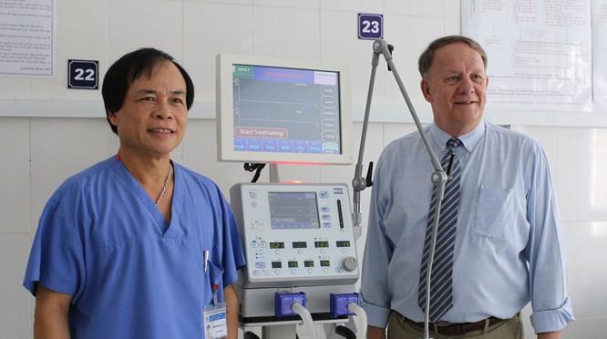 VinaCapital tài trợ 23 thiết bị y tế tại Cao Bằng, Bắc Kạn ảnh 1