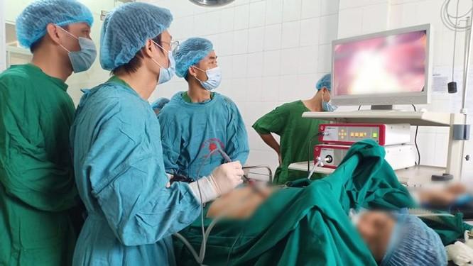 Bệnh viện huyện của Lai Châu làm chủ kỹ thuật mổ nội soi ảnh 1