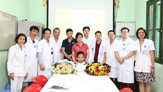 Chàng trai được gần 500 bác sĩ chung tay cứu sống đã ra viện ảnh 2