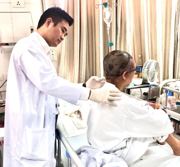 Nối lại da đầu và da mặt cho nữ công nhân Hà Nội ảnh 2