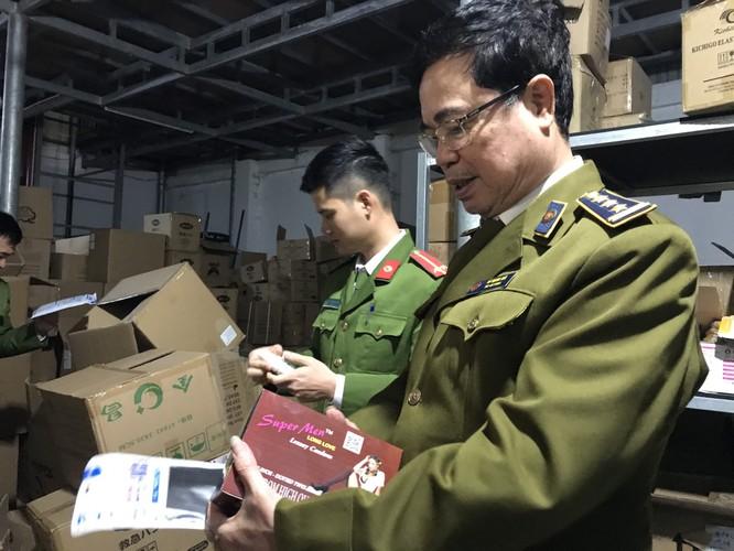 Thu giữ hàng chục tấn miếng hạ sốt, núm sữa trẻ em xuất xứ từ Trung Quốc nhập lậu ảnh 1