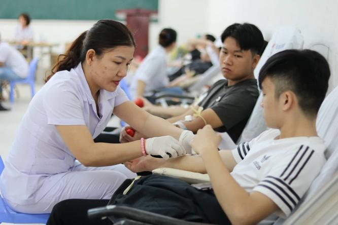 Phó Thủ tướng Thường trực Chính phủ Trương Hòa Bình dự khai mạc ngày hội Chủ nhật Đỏ nhằm khắc phục tình trạng thiếu máu điều trị ảnh 4