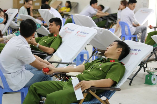 Phó Thủ tướng Thường trực Chính phủ Trương Hòa Bình dự khai mạc ngày hội Chủ nhật Đỏ nhằm khắc phục tình trạng thiếu máu điều trị ảnh 5