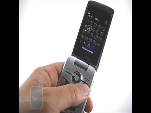 Blackberry Pearl Flip 8230 nổi bật với thiết kế nắp gập độc đáo. Sản phẩm ghi điểm nhờ sở hữu những tính năng sở trường của BlackBerry cùng thiết kế có khả năng bảo vệ màn hình tốt hơn mà vẫn lưu giữ được thiết kế dạng bỏ túi.