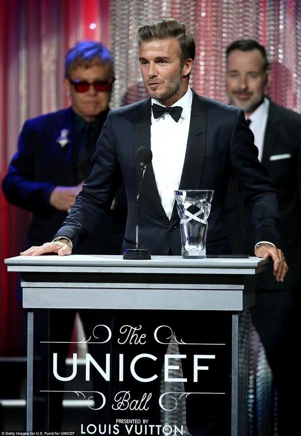David Beckham thừa nhận nghiêm khắc trong việc các con hẹn hò ảnh 1
