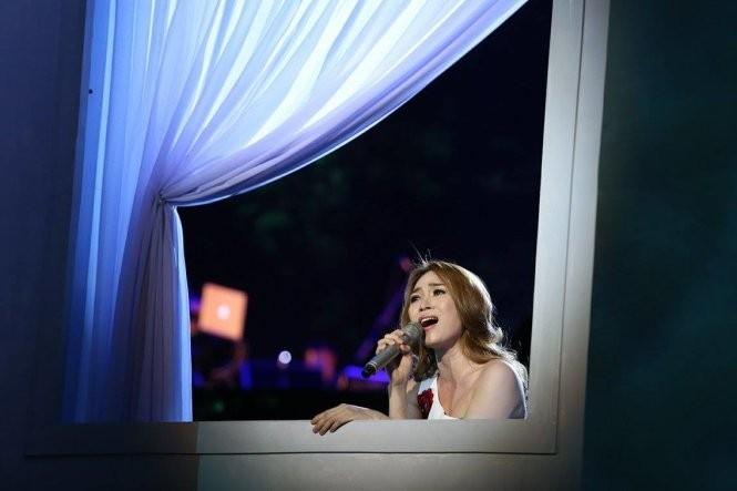 Mỹ Tâm hát bolero trong đêm Ô cửa màu xanh ảnh 10