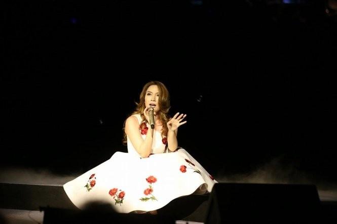 Mỹ Tâm hát bolero trong đêm Ô cửa màu xanh ảnh 15