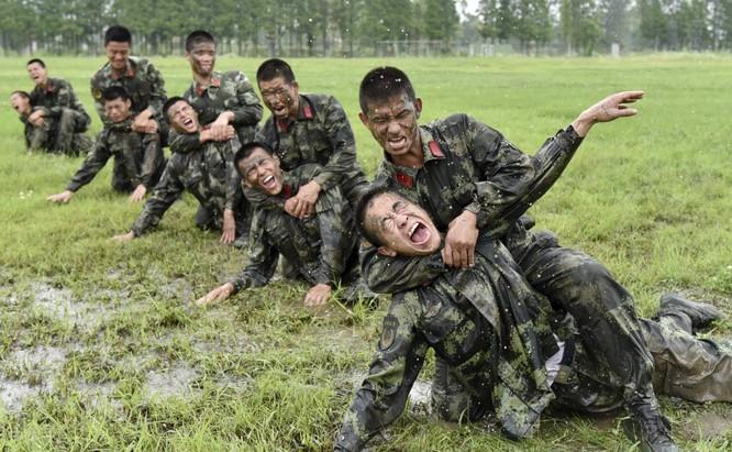 Và trau dồi kĩ năng chiến đấu giáp lá cà.