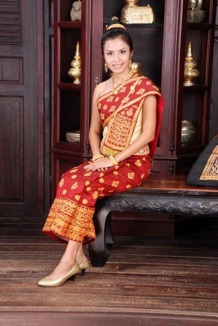 7 mẫu váy cưới độc đáo của các nước châu Á ảnh 8