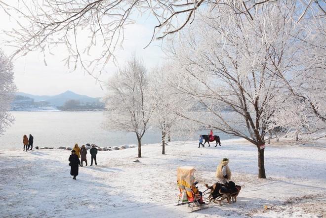 Băng tuyết phủ trắng các danh thắng ở Trung Quốc ảnh 1
