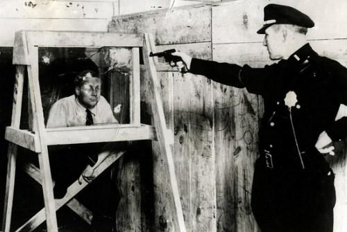 Kính chống đạn tại Mỹ năm 1931.