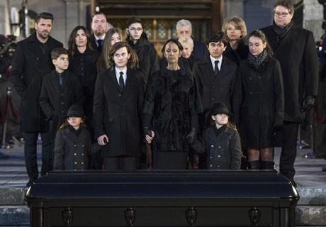 Điếu văn tưởng nhớ cha của con trai Celine Dion làm người hâm mộ xúc động mạnh ảnh 10