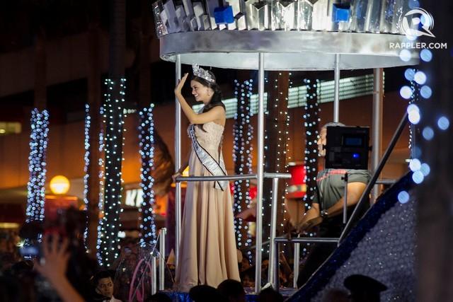 Hàng ngàn người xem lễ diễu hành của Hoa hậu Hoàn vũ 2015 ảnh 9