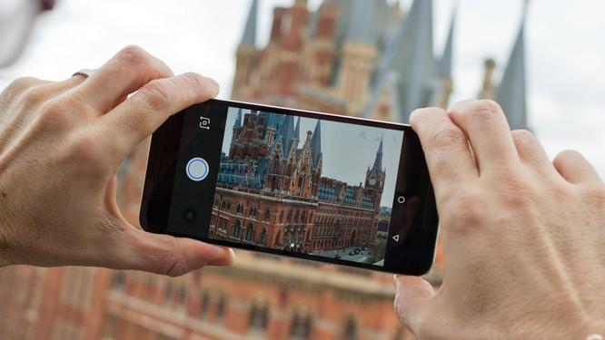 Video: Top 4 smartphone hấp dẫn chỉ có hàng xách tay ảnh 3