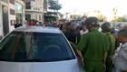 Lực lượng công an đang kiểm tra hành chính và lục soát bên trong chiếc xe 51F-254.57 - Ảnh: Quế Hà