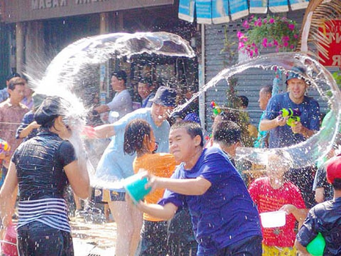 Kỳ thú lễ hội Lễ hội Songkran - Thái Lan ảnh 2