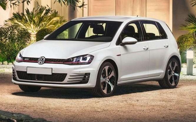 2016 Volkswagen Golf GTI được đánh giá là là mẫu xe an toàn và tiện nghi. Giá khởi điểm của dòng xe này là 24.995 USD.