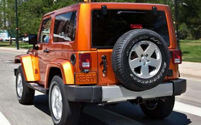 Sử dụng động cơ V6, dung tích 3,6 lít sản sinh 285 mã lực, mẫu xe 2016 Jeep Wrangler được chào bán với giá 23.895 USD.