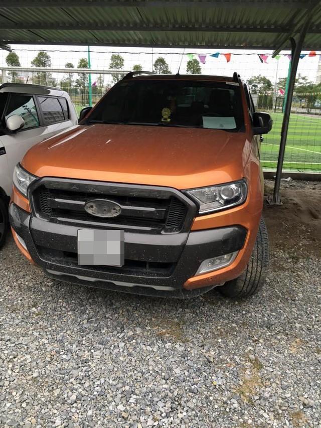 """Hà Nội: Hàng loạt ô tô bị ăn trộm logo và """"vặt gương"""" trong bãi gửi xe ảnh 5"""