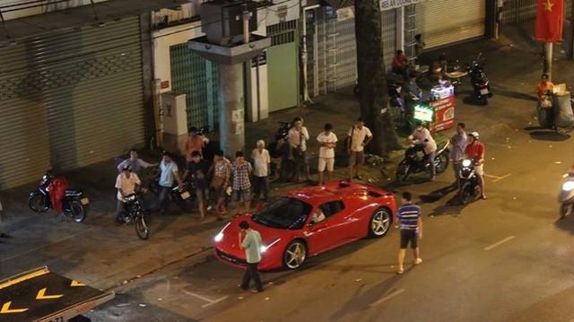"""Đại gia Trung Nguyên gây choáng với """"của độc"""" Ferrari 458 Spider ảnh 3"""