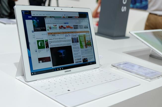 """Samsung ra mắt Gear S2 classic phiên bản """"độc"""", tablet Windows ảnh 1"""