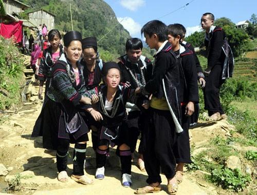 Những kiểu cầu hôn kỳ quặc ở Việt Nam ảnh 1