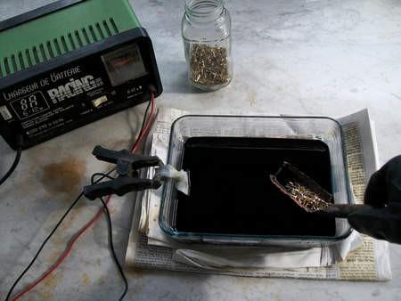Video: Mách bạn cách chiết xuất vàng từ linh kiện máy tính cũ ảnh 4